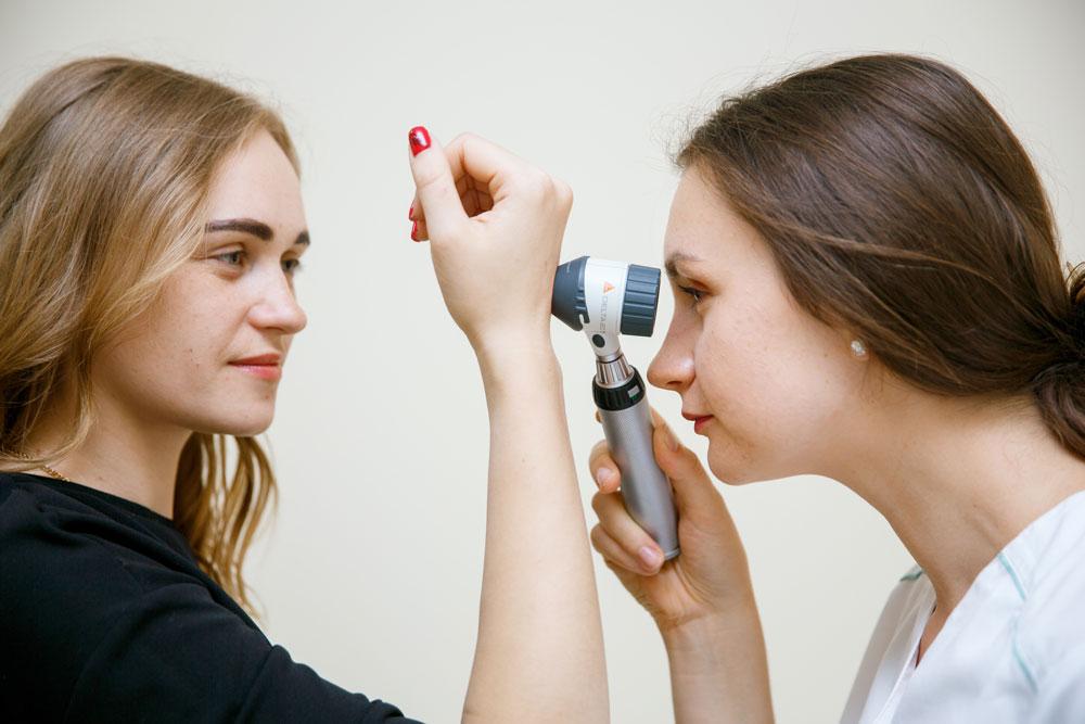 лікар дерматолог фото